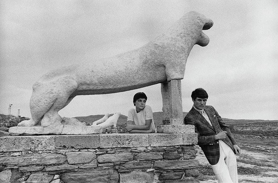 Models Posing By A Sculpture Of A Lion Photograph by Leonard Nones
