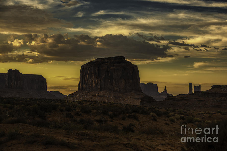 Monument Valley Photograph - Monument Valley 4 by Richard Mason