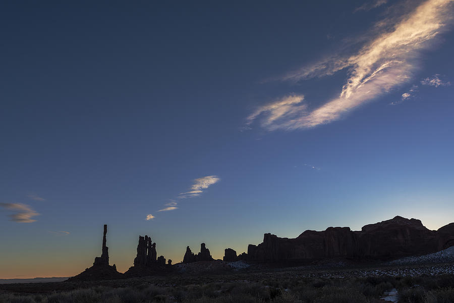 Totem Pole Photograph - Monument Valley Dawn by Mike Herdering