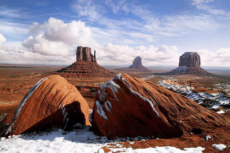 Monument Valley Photograph by Kingwu