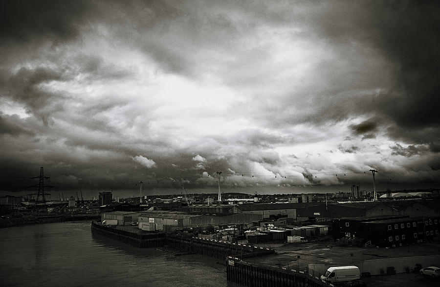 Air Line Photograph - Moody Skies In London by Lenny Carter
