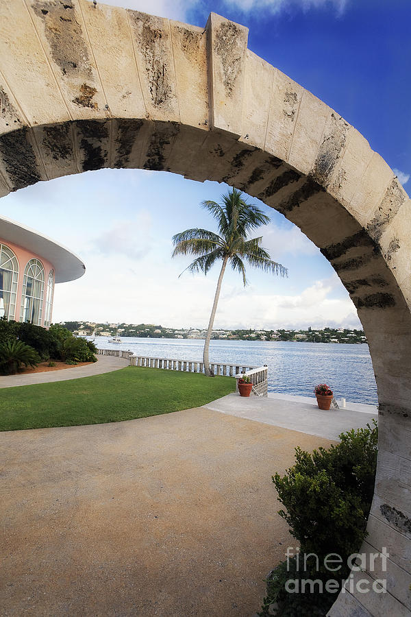 Arch Photograph - Moon Gate In Bermuda by George Oze