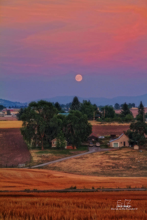 Spokane Wa Photograph - Moonrise At Sunset by Dan Quam