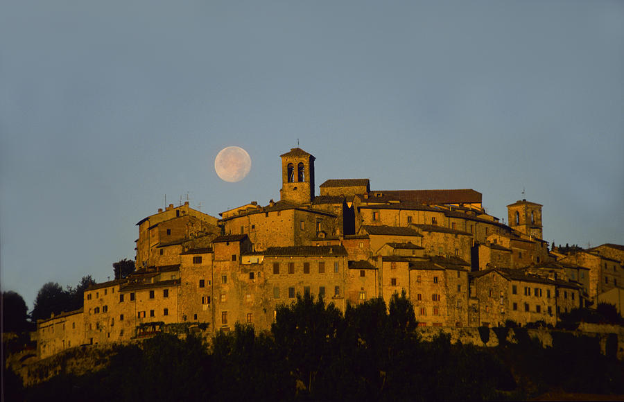 Italy Photograph - Moonrise Over Anghiarri by Susan Rovira