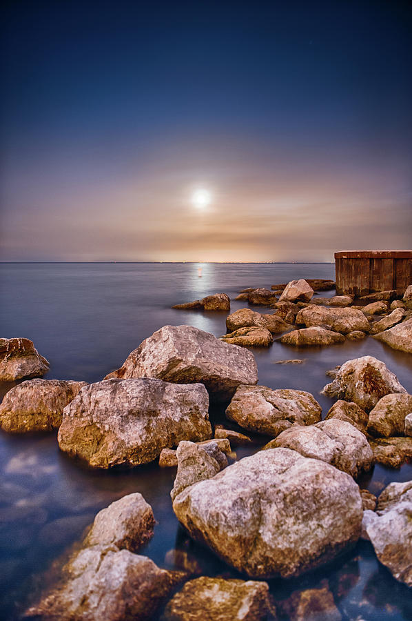 Moonrise Over Lake Ontario Photograph by Insight Imaging