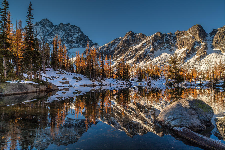 Fall Colors Photograph - Morning At Horseshoe Lake by Mike Reid