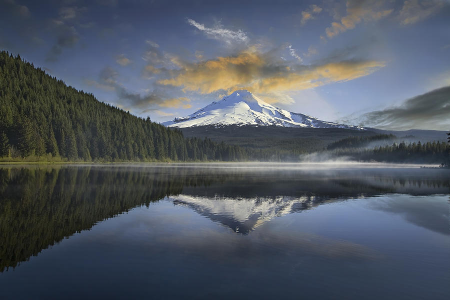 Sunrise Photograph - Mount Hood At Trillium One Early Morning by David Gn