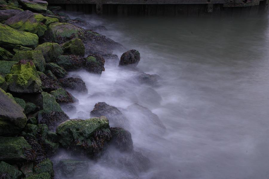 Photo Shoots Photograph - Moving Water Under Brooklyn Bridge 2969-37 by Deidre Elzer-Lento