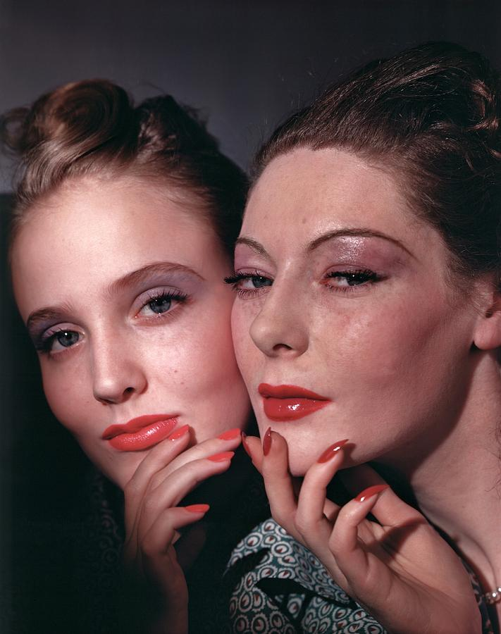 Beauty Photograph - Muriel Maxwell And Ruth Knox Elden by Horst P. Horst