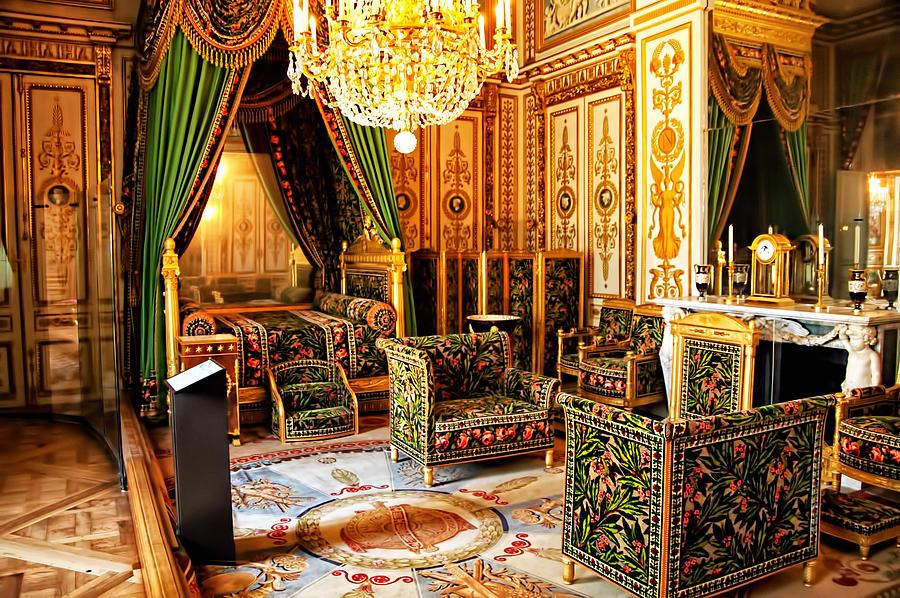 napoleons bedroom   chateaux fontainebleau   france