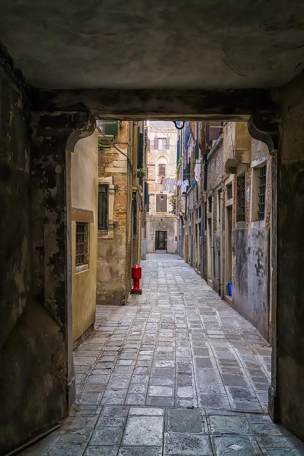 Italy Photograph - Narrow Street In Venice by Francesco Rizzato