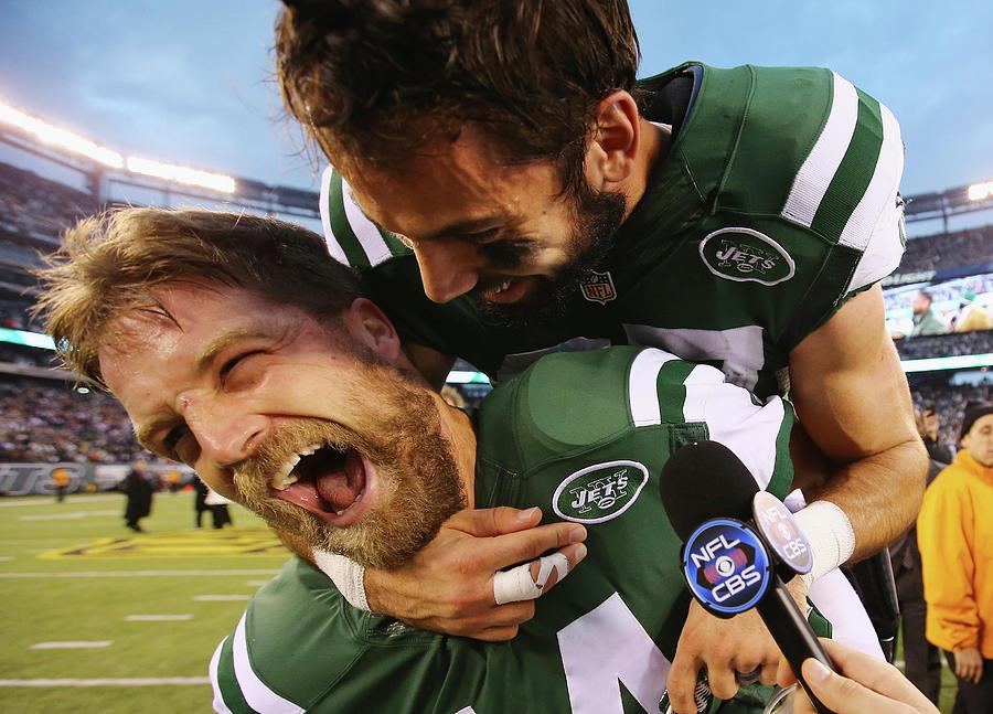 New England Patriots V New York Jets Photograph by Al Bello