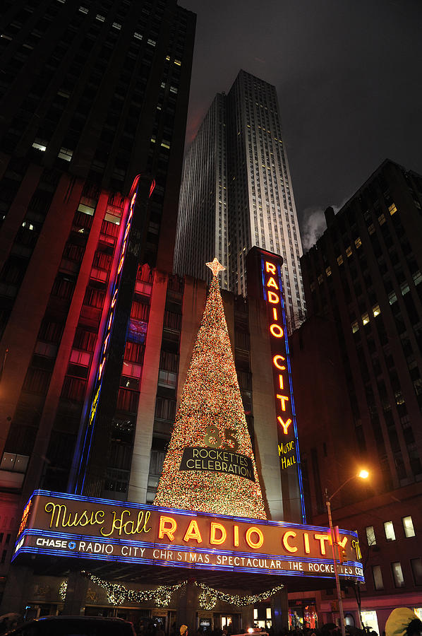 Radio Photograph - New York Christmas by Stephen Richards