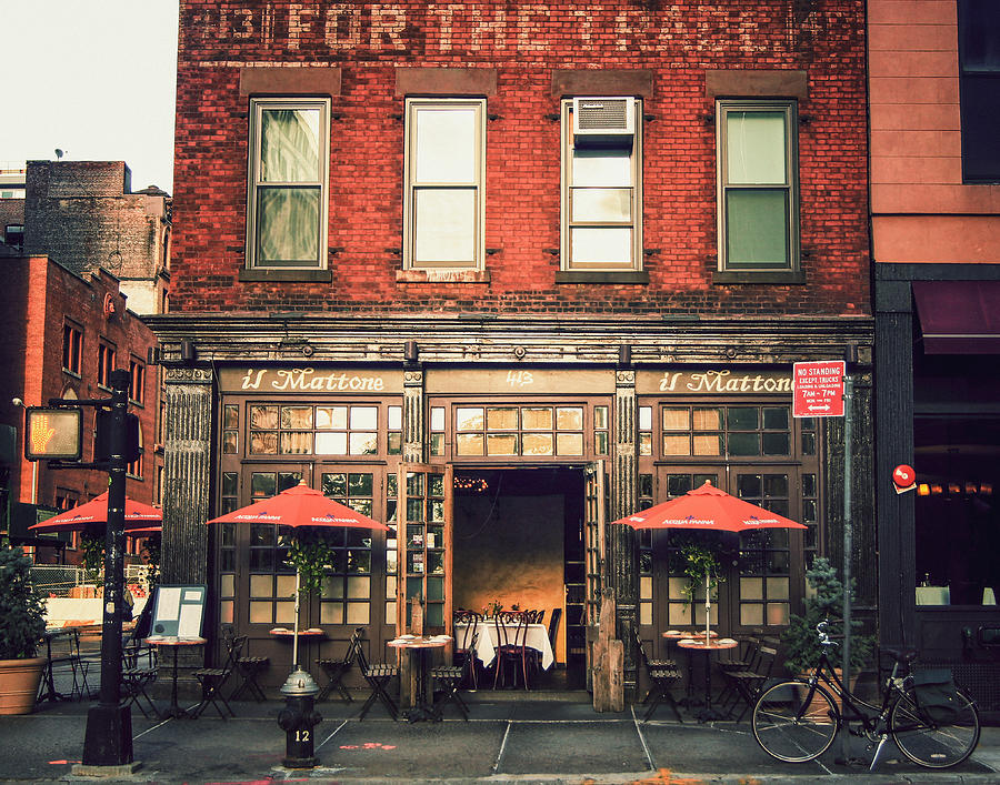 Nyc Photograph - New York City - Cafe In Tribeca by Vivienne Gucwa
