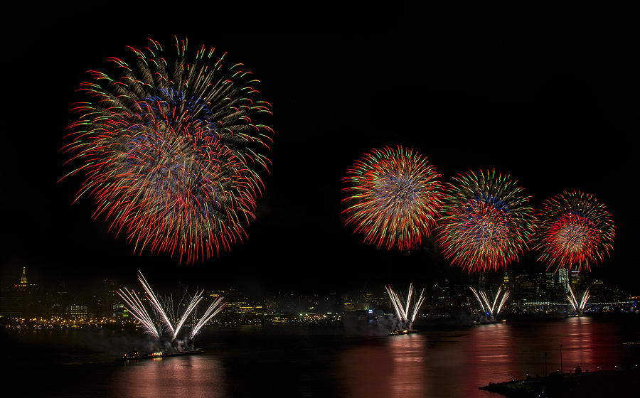 4th Of July Photograph - New York City Celebrates The Fourth by Susan Candelario