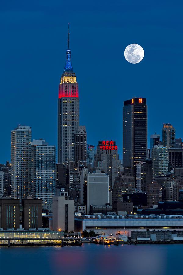 New York City Skyline Photograph - New York City Moonrise  by Susan Candelario