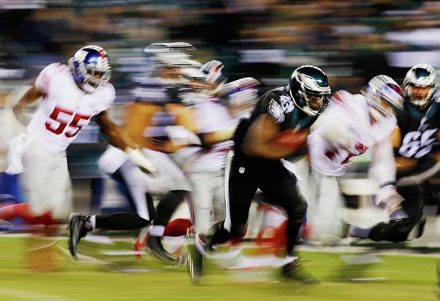 New York Giants V Philadelphia Eagles Photograph by Al Bello