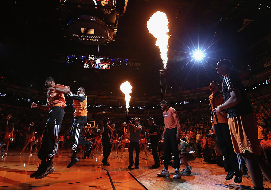 New York Knicks V Phoenix Suns Photograph by Christian Petersen