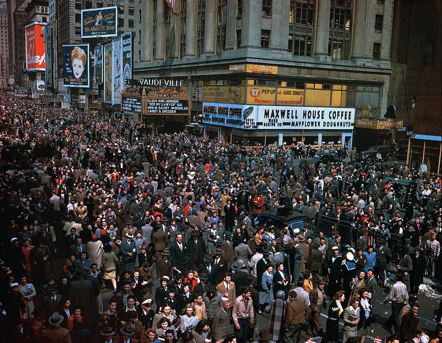 1945 Photograph - New York: V-e Day, 1945 by Granger