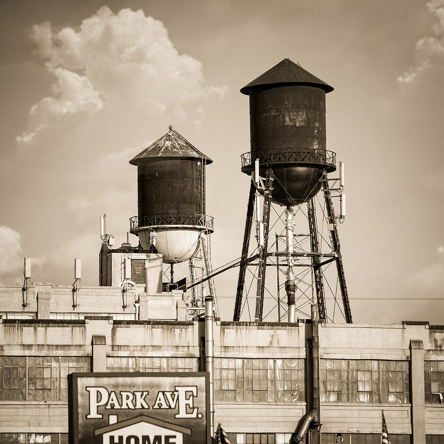 Water Towers Photograph - New York Water Tower 8 - Williamsburg Brooklyn by Gary Heller