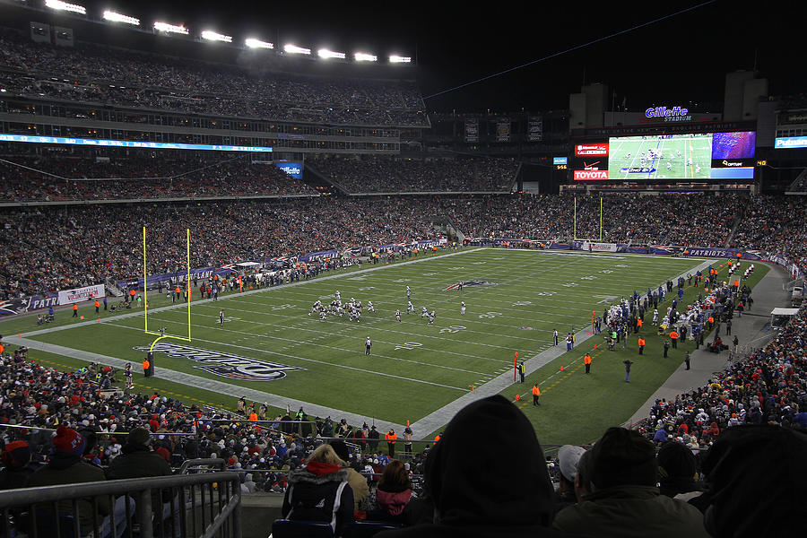 Patriots Photograph - Nfl Patriots And Tom Brady Showtime by Juergen Roth