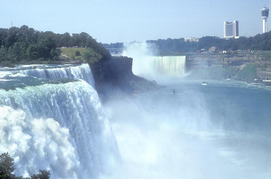 Tour Of Niagara Falls From New York