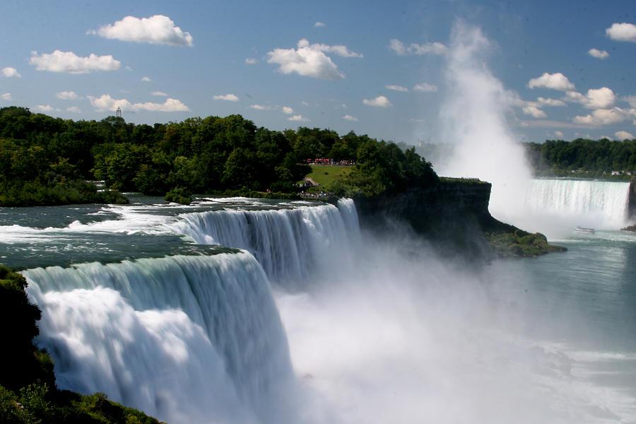 Niagara Falls Photograph - Niagara Falls by Sandy Fraser
