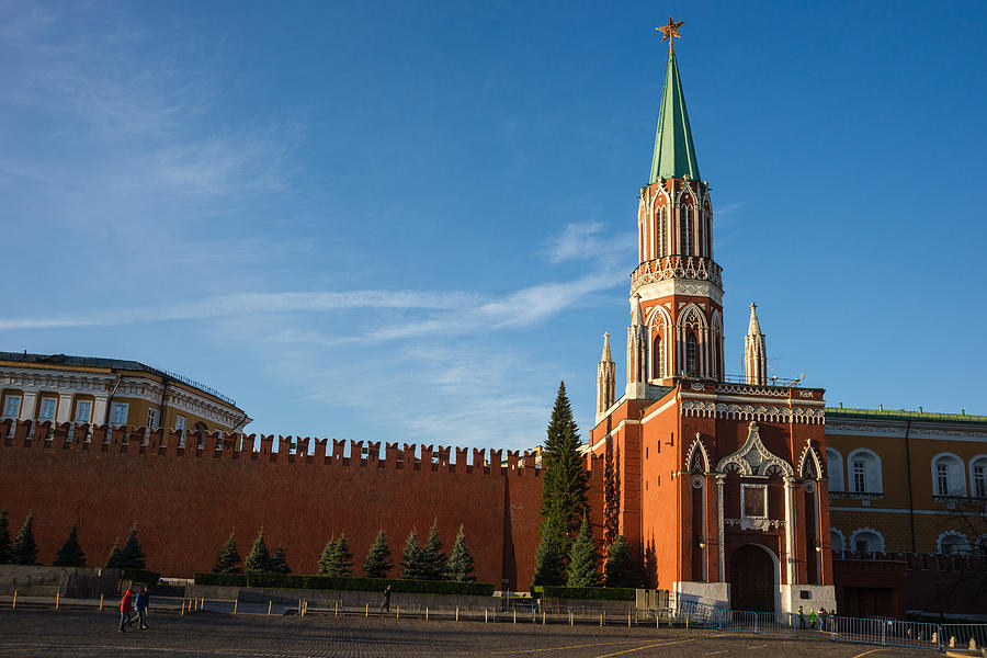 https://images.fineartamerica.com/images-medium-large-5/nikolskaya-st-nicholas-tower-of-the-kremlin-alexander-senin.jpg