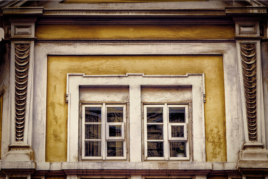 Places Photograph - Nitty Gritty Window by Joan Carroll