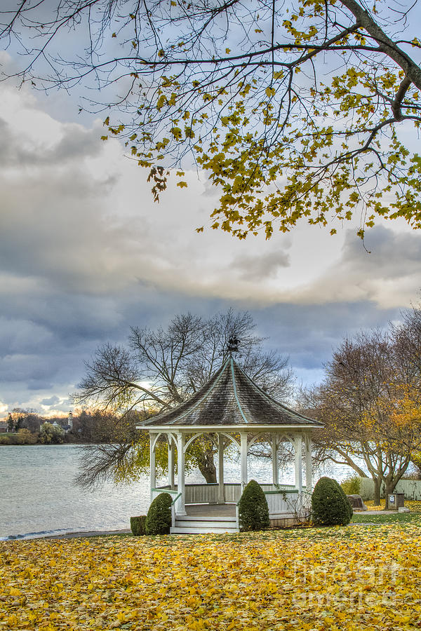 Niagara Photograph - November Gazebo by Marilyn Cornwell