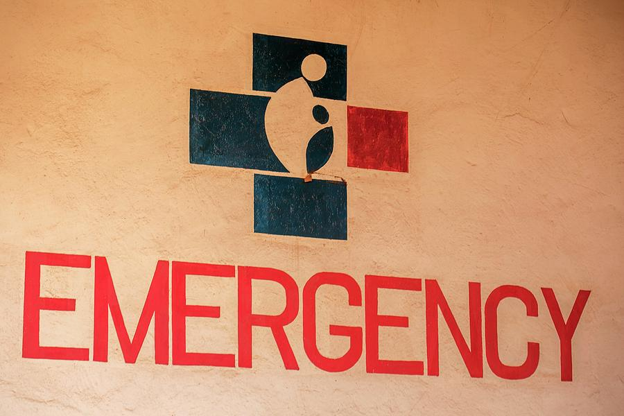 Sign Photograph - Obstetrics Emergency Sign by Mauro Fermariello/science Photo Library