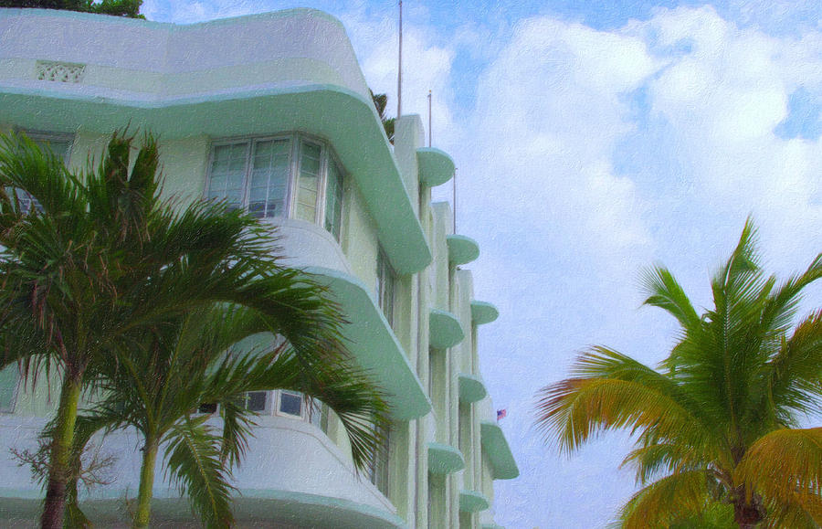 Art Deco Photograph - Ocean Drive Hotel by Tom Reynen