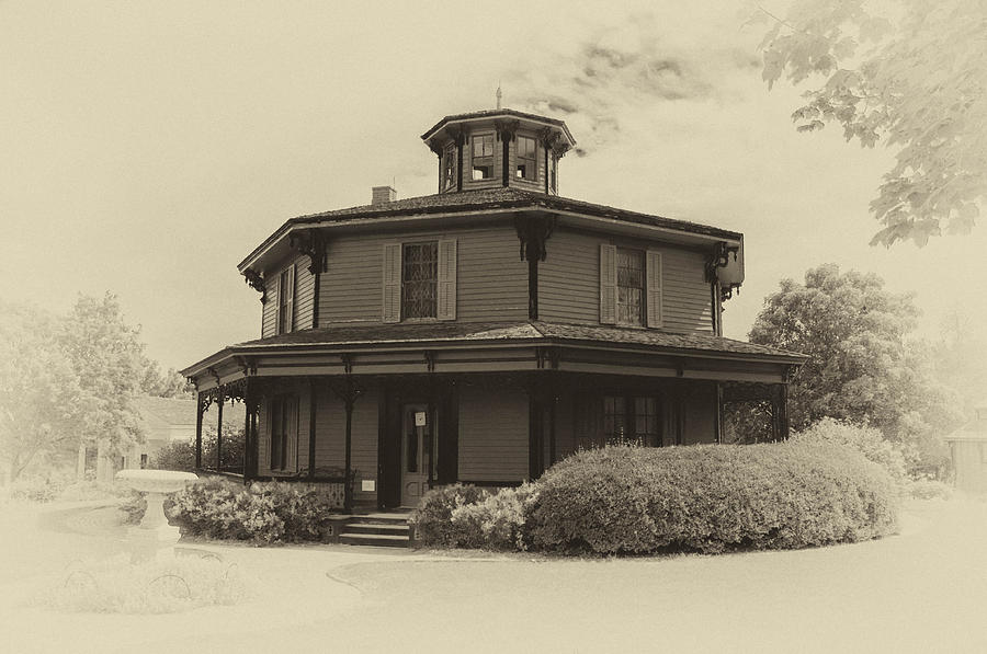 Hyde House Photograph - Octagon House  17739b by Guy Whiteley