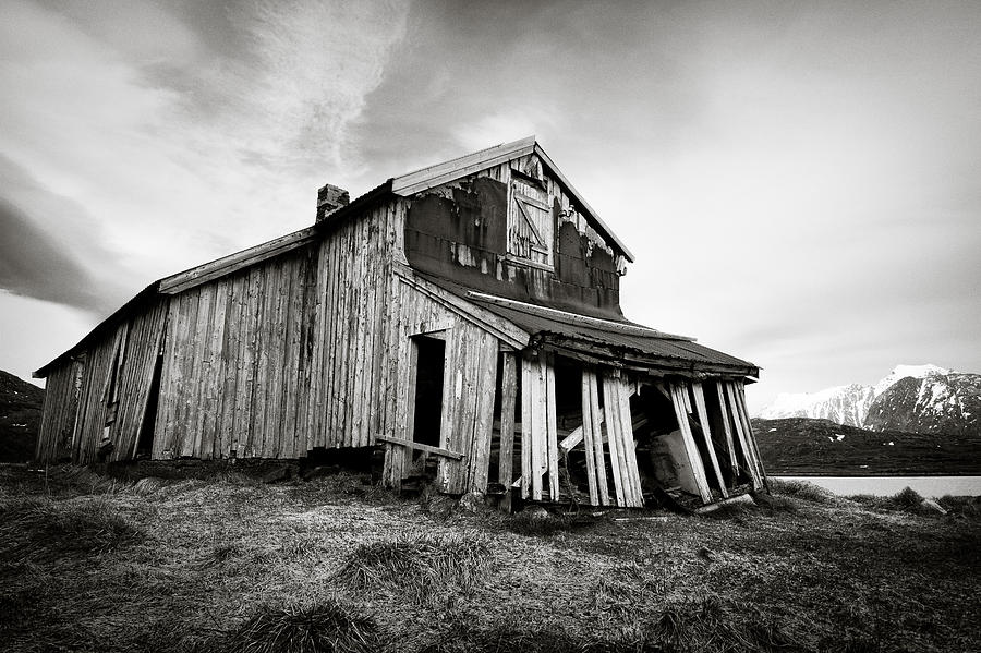 Barn Photograph - Old Barn by Dave Bowman
