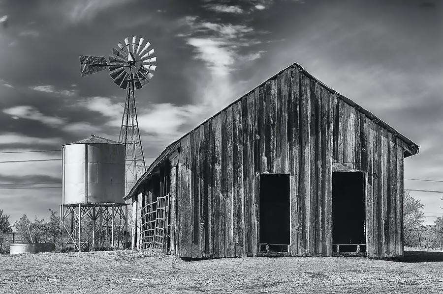 Old Barn No Wind Photograph