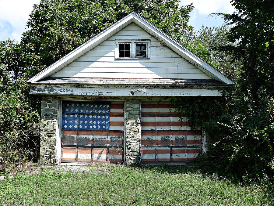 Old Glory Garage  by Richard Reeve