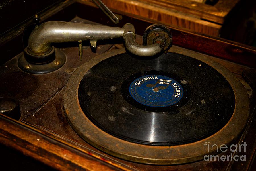 Vinyl Photograph - Old Phonograph by Les Palenik
