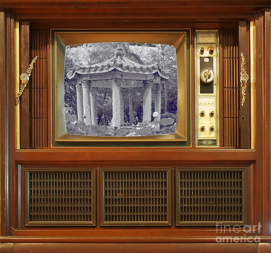 Old Retro Style Television Photograph By Yali Shi