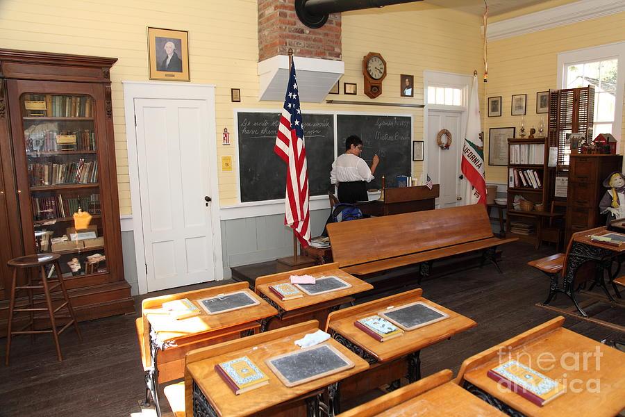 Sacramento Photograph - Old Sacramento California Schoolhouse Classroom 5d25780 by Wingsdomain Art and Photography