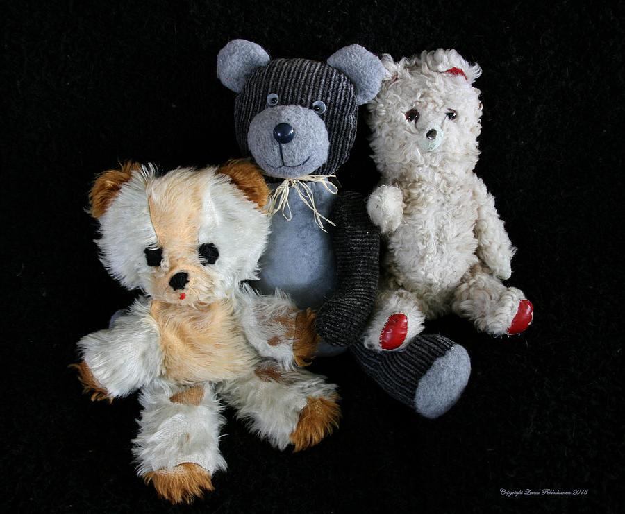 Teddy Bear Photograph - Old Teddy Bears by Leena Pekkalainen