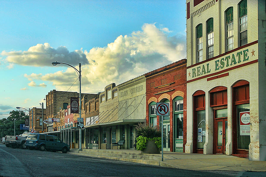 Architecture Photograph - Old Town Elgin by Linda Phelps