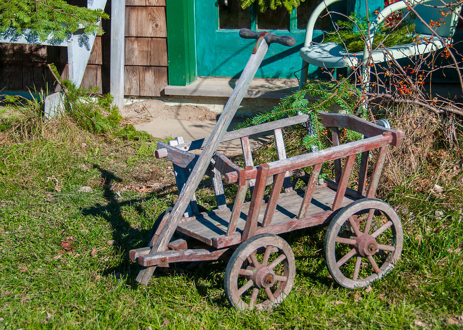Barn Photograph - Old Wagon by Guy Whiteley