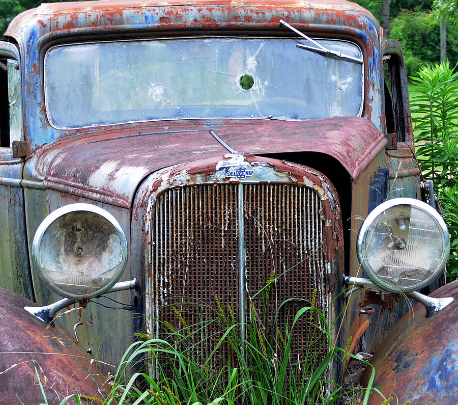 Antique Car Photograph - Ole Chevy by Leon Hollins III