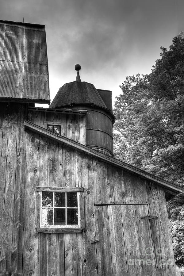Sleeping Bear Photograph - Olsen Barn At Port Oneida by Twenty Two North Photography