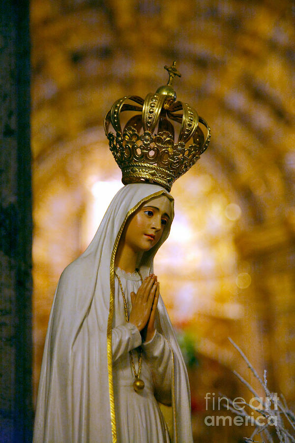 Mary Photograph - Our Lady Of Fatima by Gaspar Avila