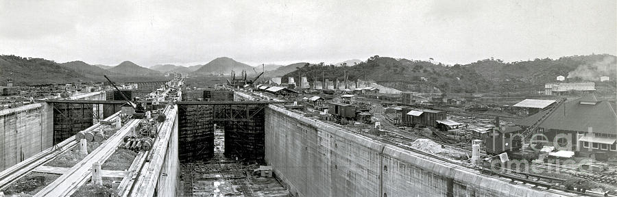 Technology Photograph - Panama Canal Construction 1910 by Photo Researchers