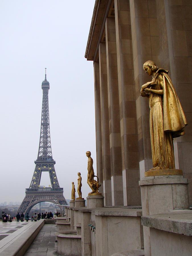 Eiffel Tower Photograph - Paris by Sanjeewa Marasinghe