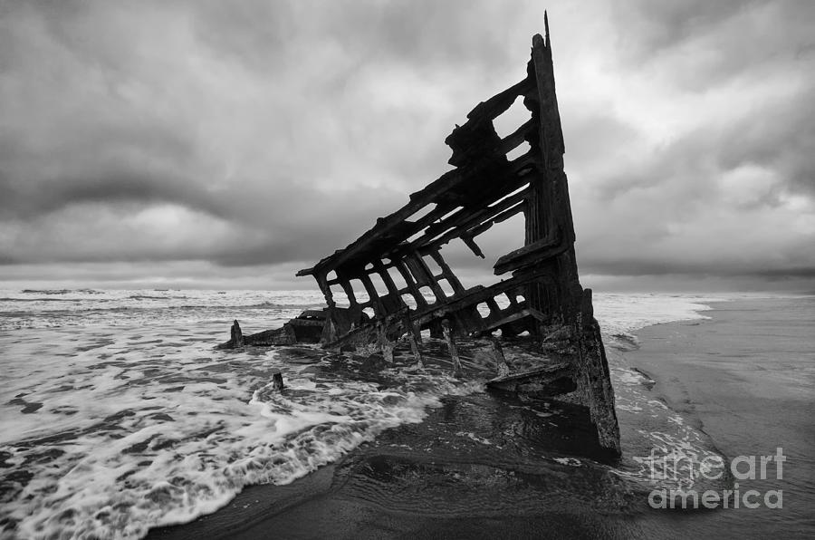 Peter Iredale Photograph - Peter Iredale Shipwreck Oregon 1 by Bob Christopher