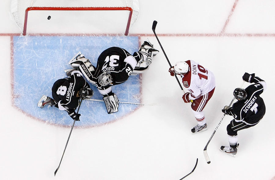 Phoenix Coyotes v Los Angeles Kings - Game Four Photograph by Jeff Gross