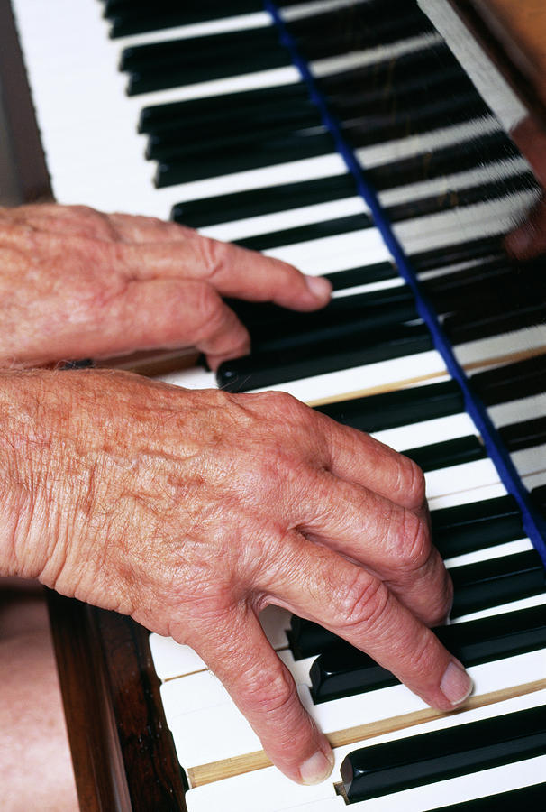 Piano Photograph - Piano Playing by Jerry Mason/science Photo Library